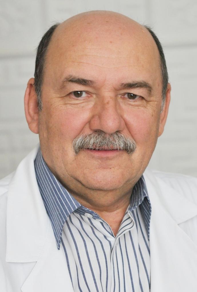 Анатолий Александрович РУДЕНКО заведующий стоматологической поликлиникой